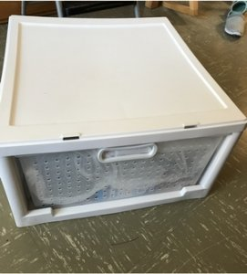 白の収納ボックス